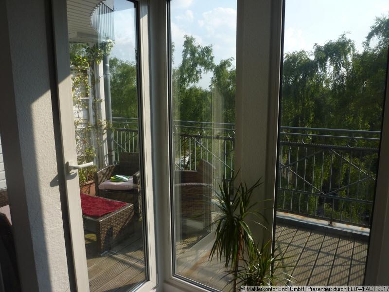 sonniger Balkon - Küchenseitig