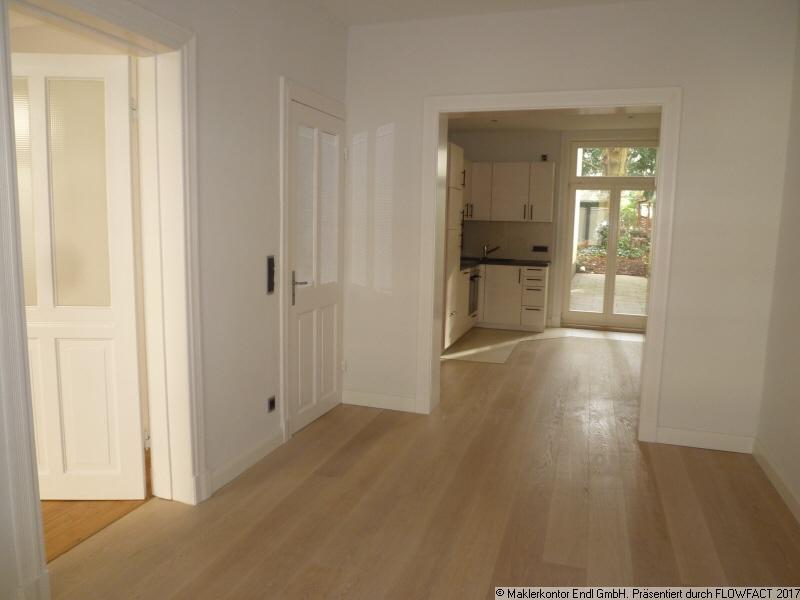 Wohnraum mit Blick in die Küche