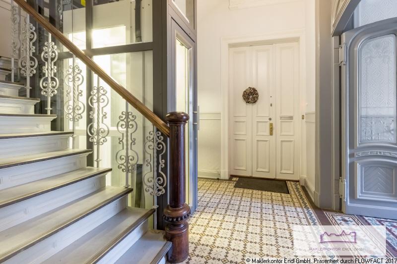 Frisch saniertes Treppenhaus